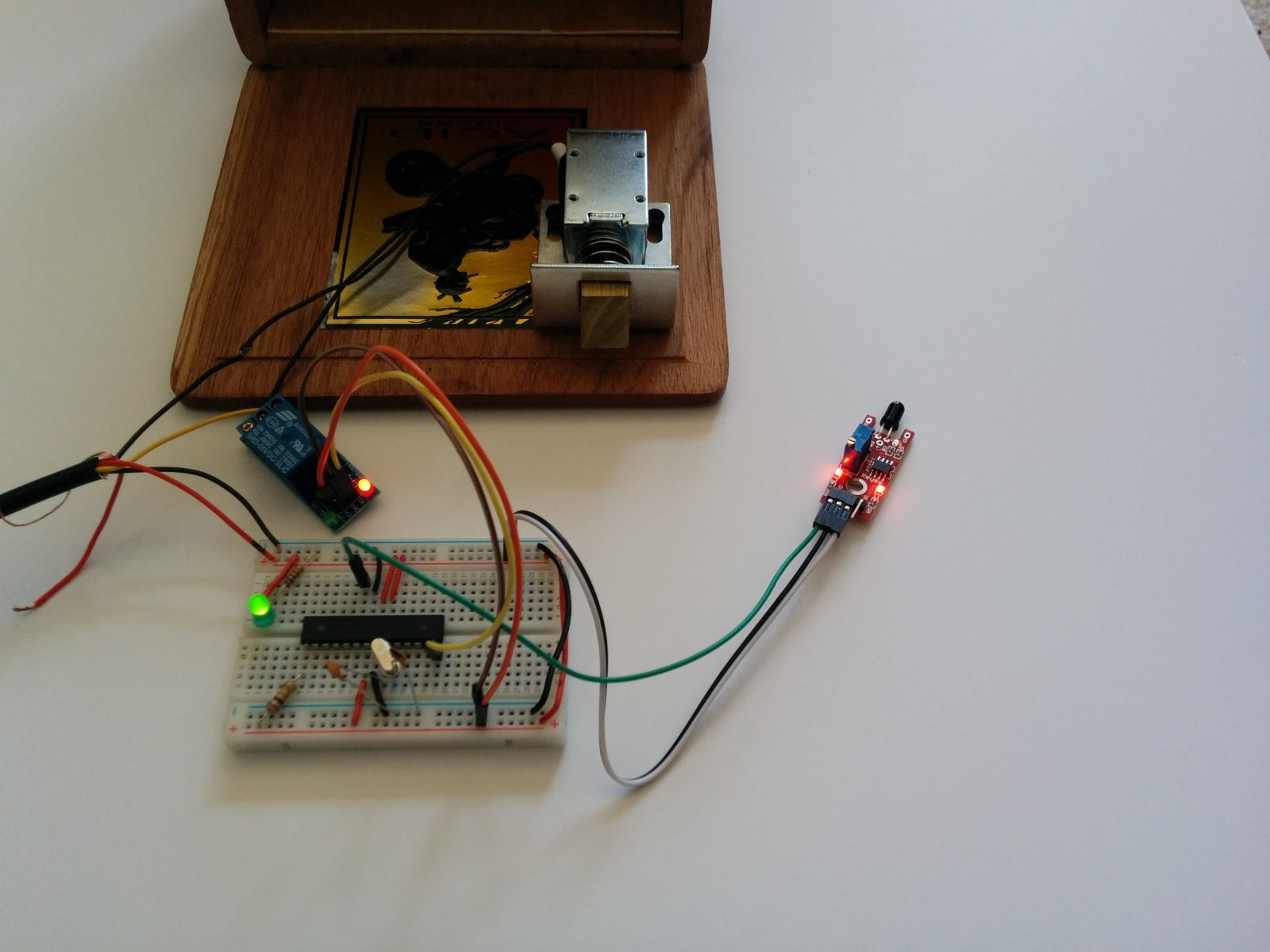 arduino-project-6-unlock-it-with-fire-wiring-2